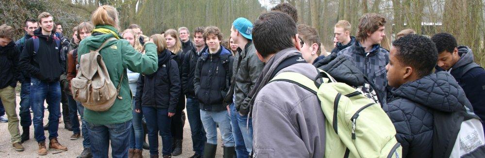 Brak Bezoek: studenten krijgen uitleg van Caroline van der Mark